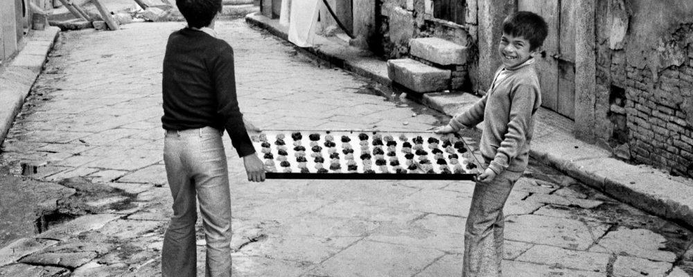 Preparazione dolci pasquali. Cerignola, 1976