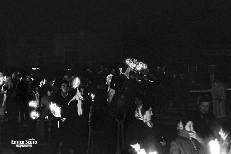 Avetrana (Taranto), 24 dicembre 1976. Processione per il Bambin Gesù.